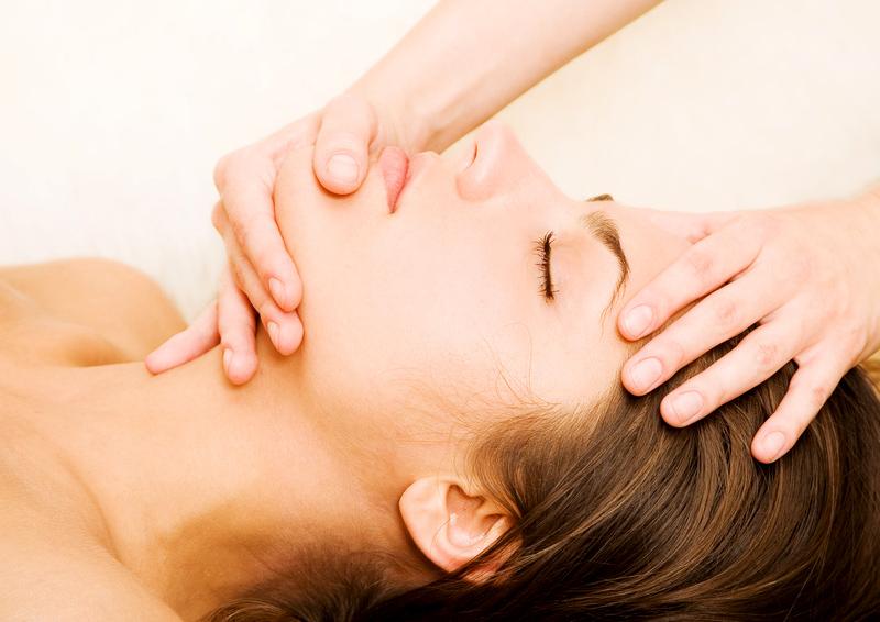 Почему массаж лица эффективен?